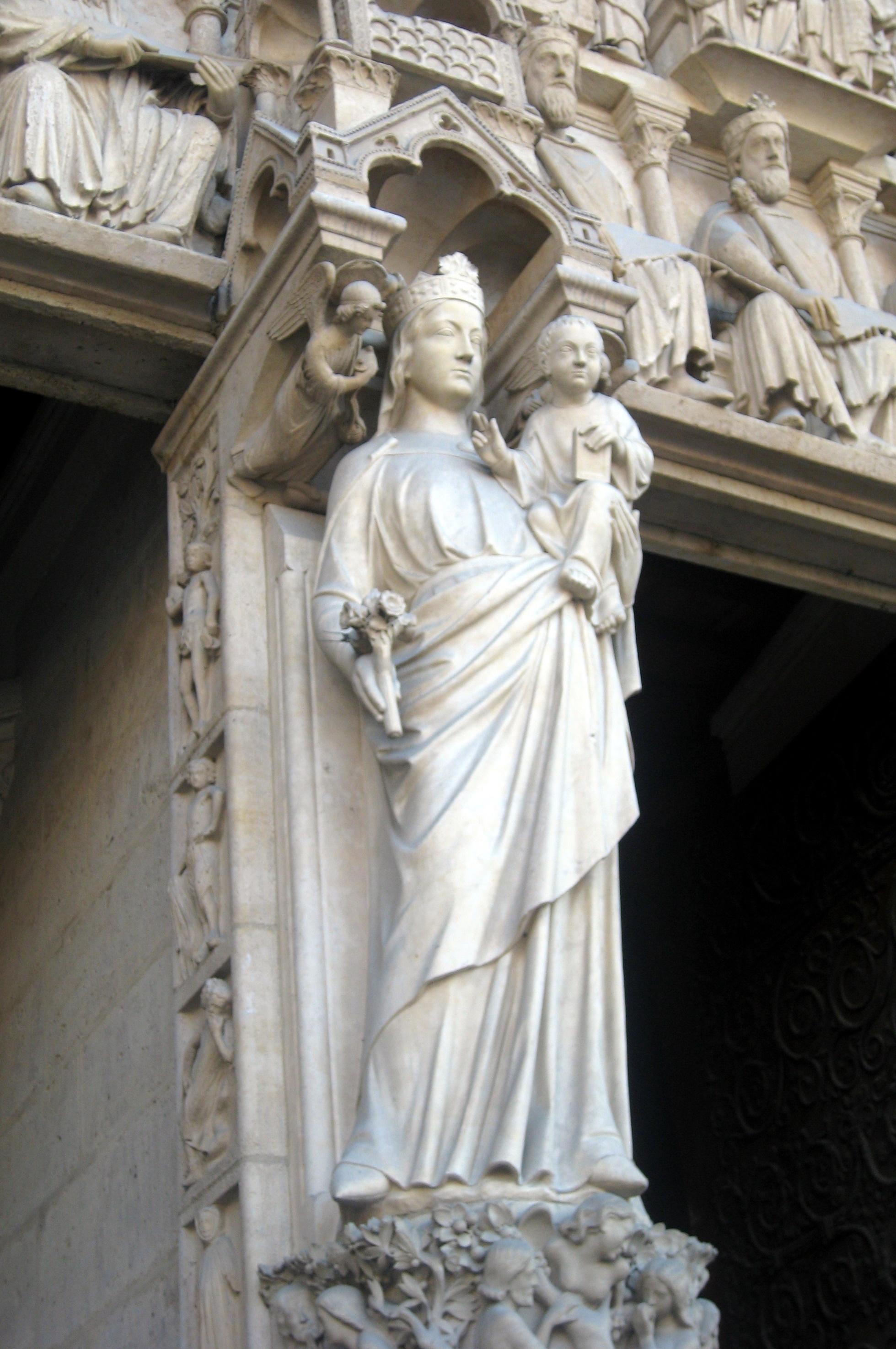 Portil de la Vierge_by wallyg (https://www.flickr.com/photos/wallyg/)